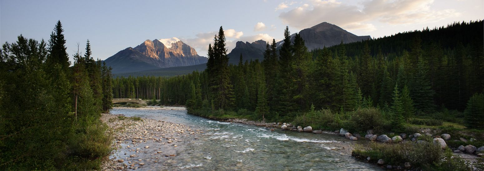 Bow River in Lake Louise, Banff NP, Alberta, Canada