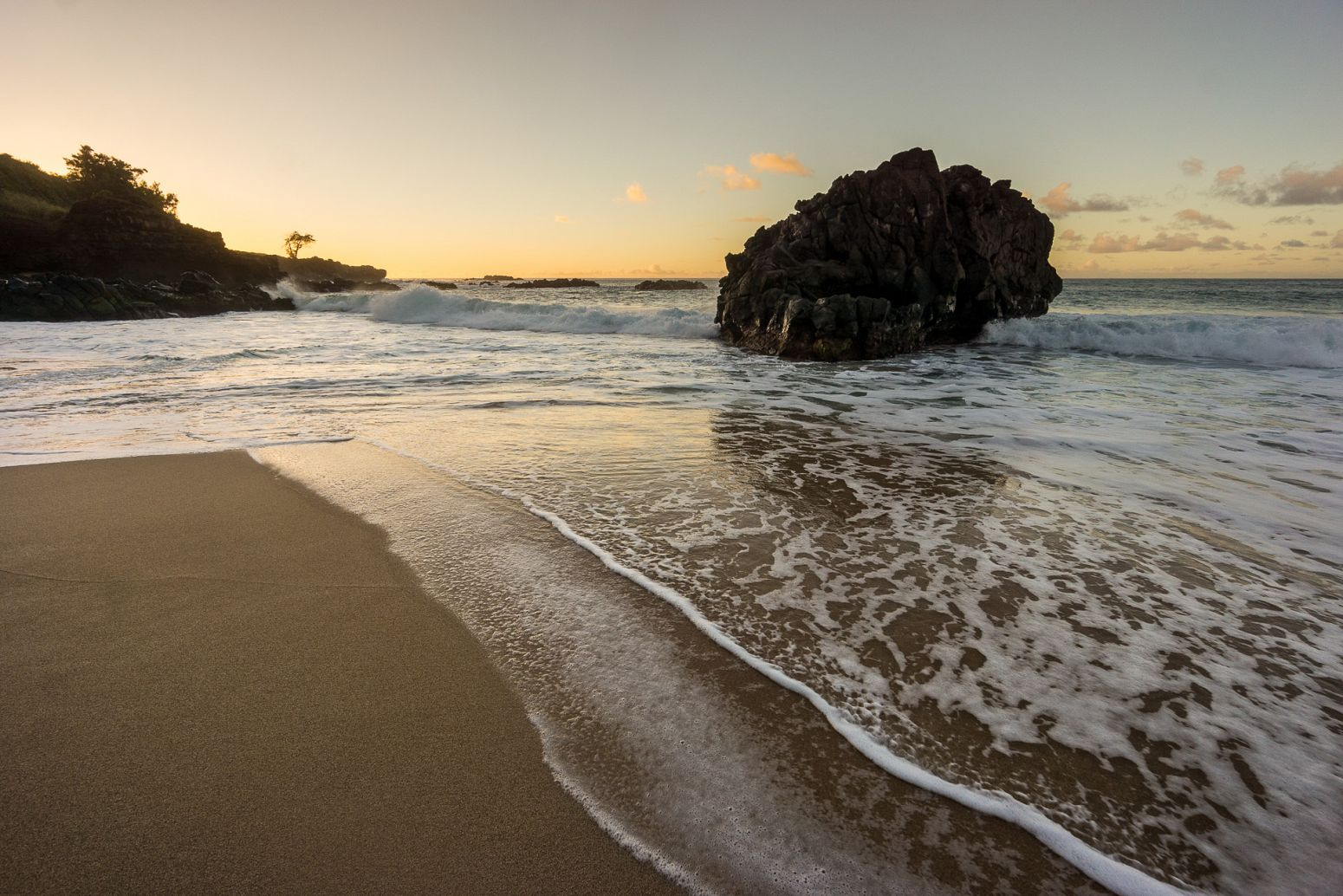 Waimea Bay Beach Park, Oahu, Hawaii, USA