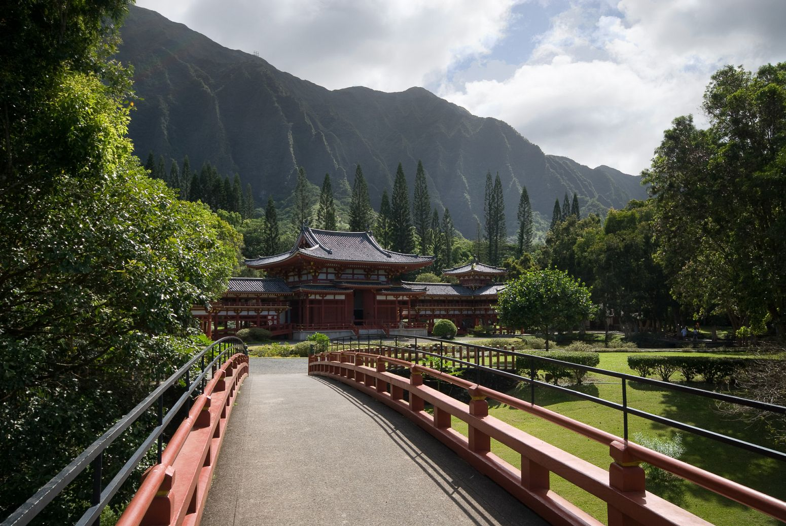 The Byodo-In Temple, Kaneohe, Hawaii, USA