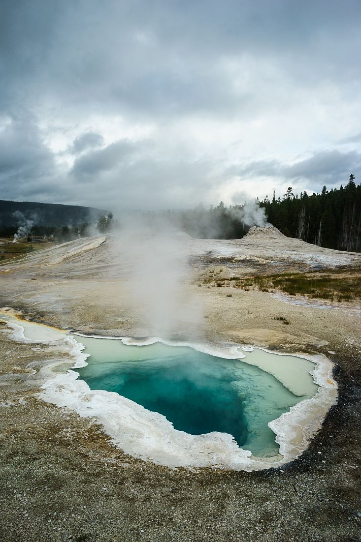 Heart Spring, Upper Geyser Basin, Yellowstone NP, Wyoming, USA